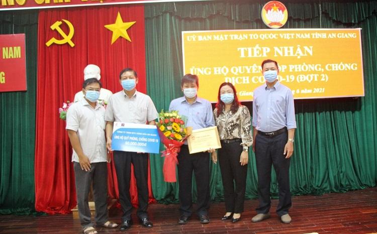 Công ty TNHH MTV Xăng dầu An Giang ủng hộ 50 triệu đồng phòng, chống dịch bệnh COVID-19