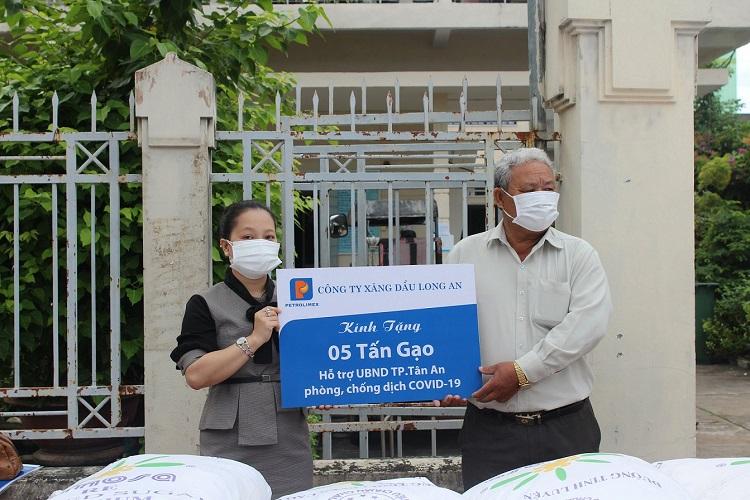 Hỗ trợ 40 tấn gạo tới người dân khó khăn trong dịch Covid-19