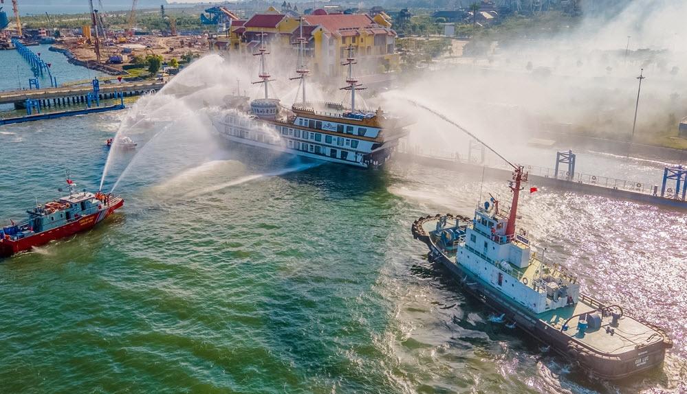 Cảng dầu B12 diễn tập PCCC & CNCH của Công an tỉnh Quảng Ninh