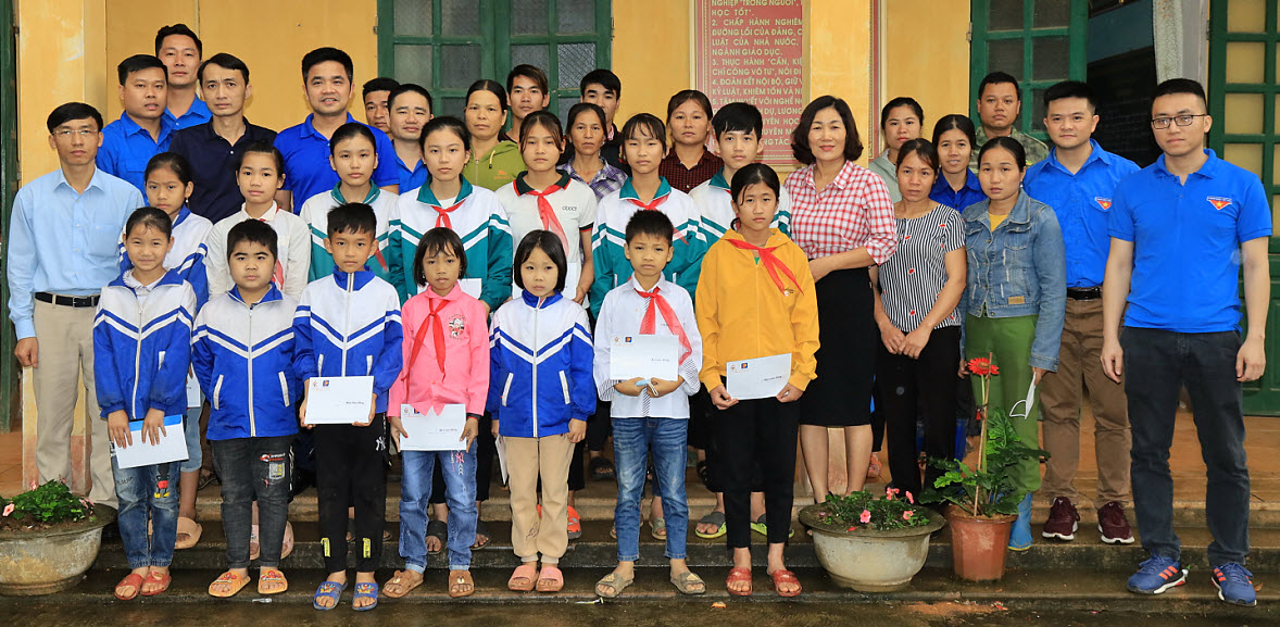"""""""Phòng máy vi tính"""" dành tặng trẻ em khó khăn tại trường TH&THCS Tân Dân, Hòa Bình"""