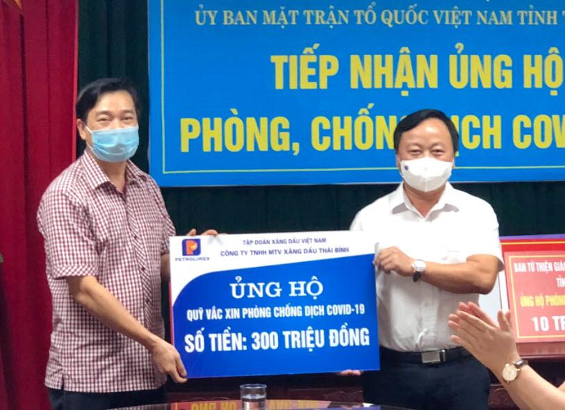 Petrolimex Thái Bình ủng hộ 500 triệu đồng xây dựng Quỹ vắc xin và phòng, chống Covid-19