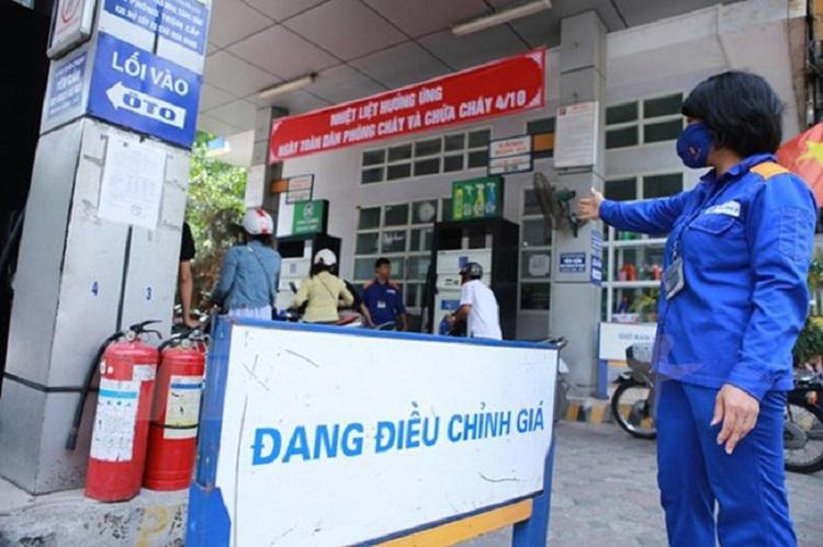 Petrolimex giảm giá xăng dầu hỗ trợ chống dịch COVID-19