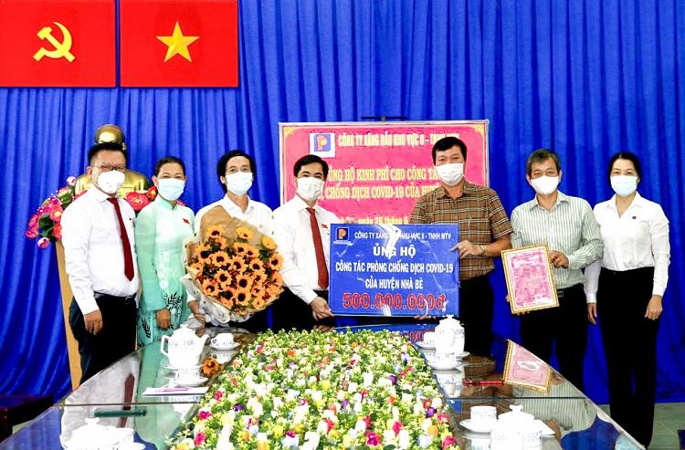Petrolimex Sài Gòn ủng hộ 500 triệu đồng phòng, chống dịch Covid-19 tại huyện Nhà Bè