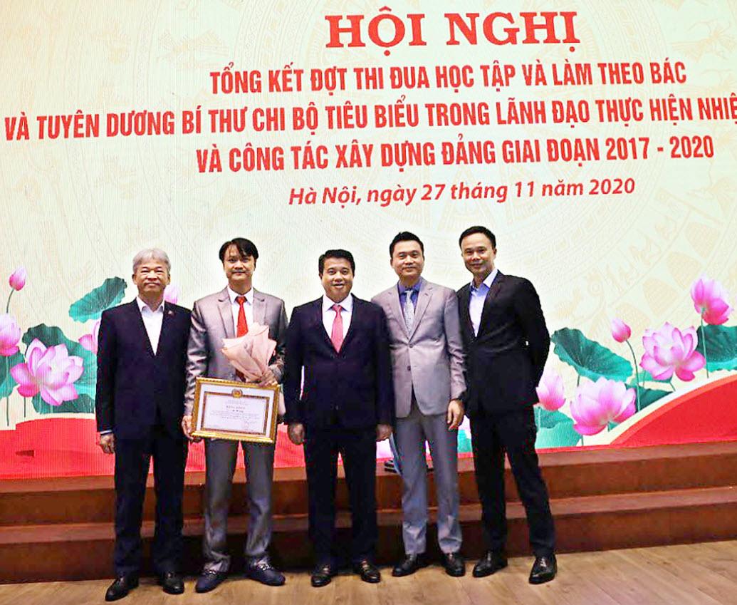Ông Lưu Bá Vang được vinh danh Bí thư Chi bộ tiêu biểu giai đoạn 2017-2020