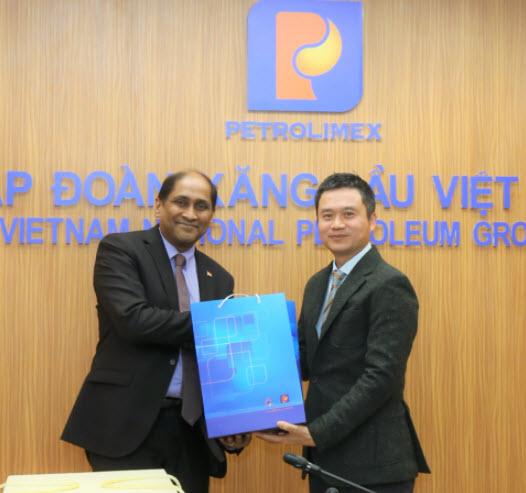 Đại sứ Singapore thăm, làm việc tại Petrolimex