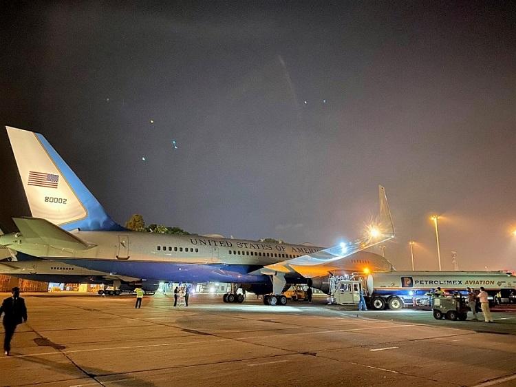 Petrolimex Aviation tra nạp nhiên liệu cho đoàn chuyên cơ Phó Tổng thống Mỹ